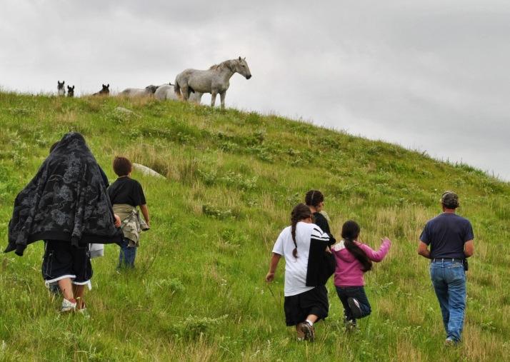 En grupp Lakotaungdomar på Horses On The Prairie Camp 2010 A group Lakota youths on the Horses On The Prairie Camp 2010