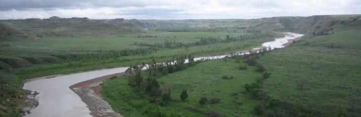 Little Missouri-floden, hjärtat i badlandslandskapet Little Missouri River, the heart of the badlands landscape